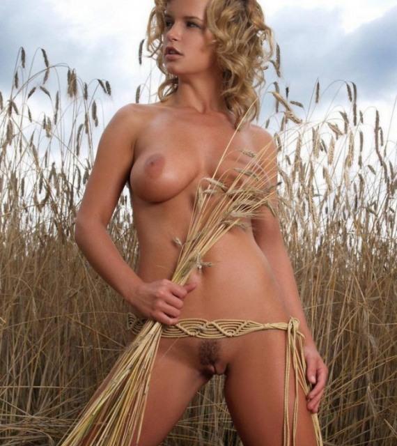 Русская баба в поле