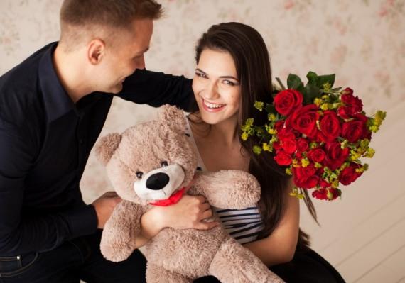 часто плюшевая игрушка и цветы дарятся вместе