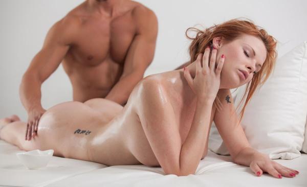 Сделай женщине эротический массаж с маслом