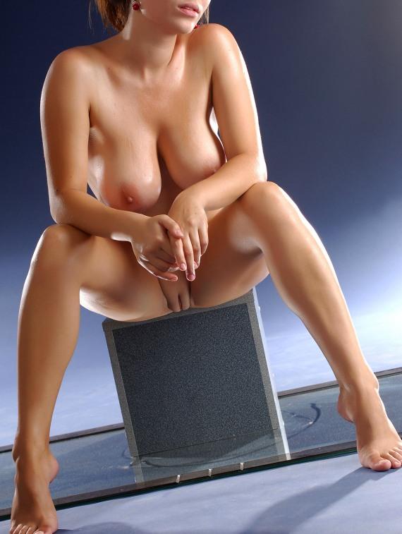 голые на корточках - фото 23