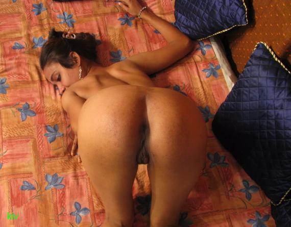 голая индианка сзади
