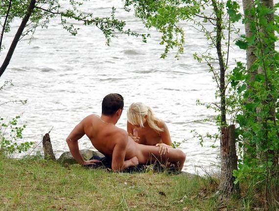 голые девки на речке - 15