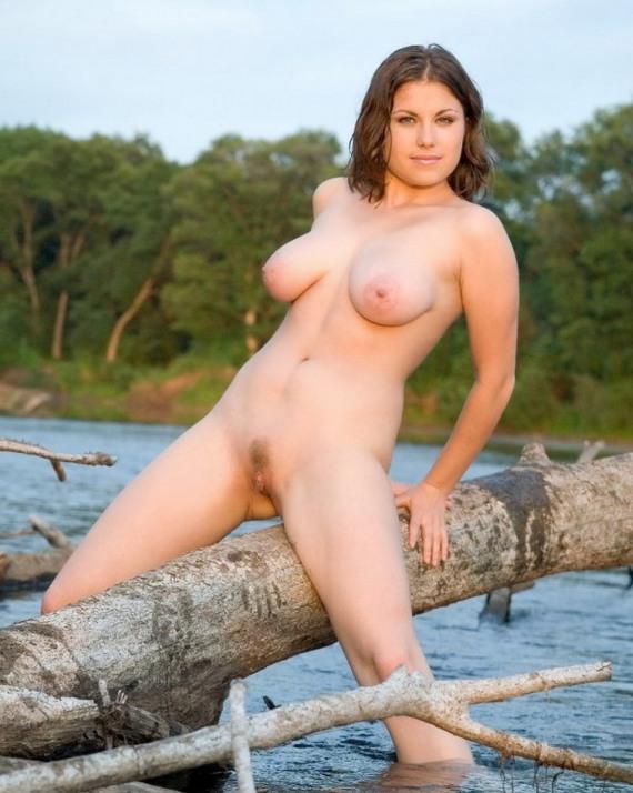 голые девки на речке - 17