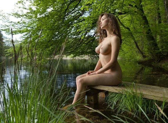 голые девки на речке - 2