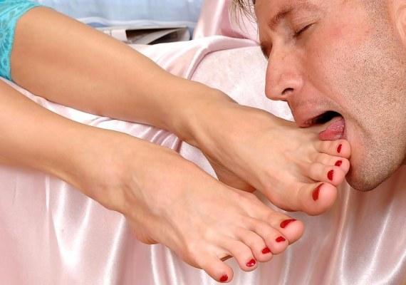 госпожа приказала целовать ноги