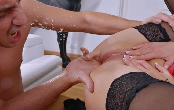 Порно пальцами струйный оргазм вытянутыми сосками