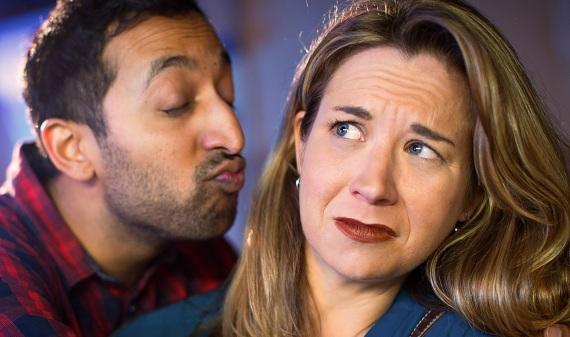 как раскрутить женщину на поцелуй