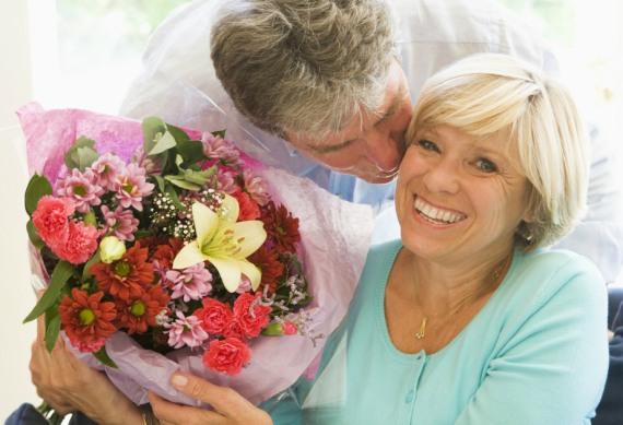 когда даришь цветы женщина расцветает