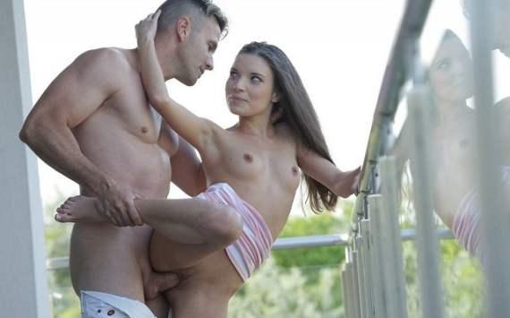 летний секс на балконе