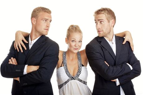 развести - любовника и мужа