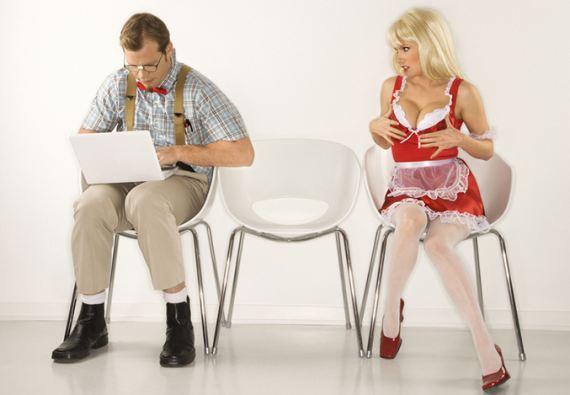муж флиртует в интернете - что делать