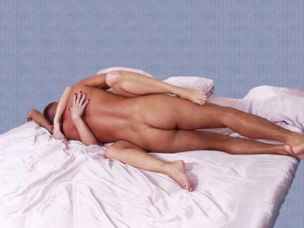 сексуальная поза - на боку