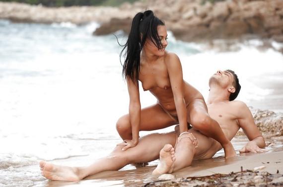 на пляже вас могут изнасиловать