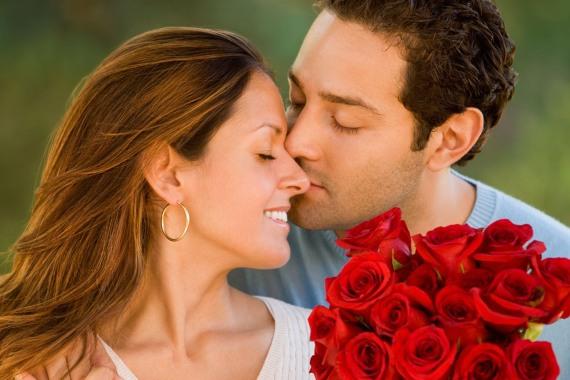 не знаешь что подарить девушке подари розы