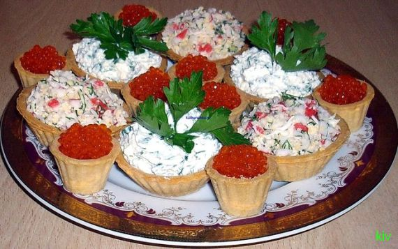 новогодние тарталетки с крабовым салатом