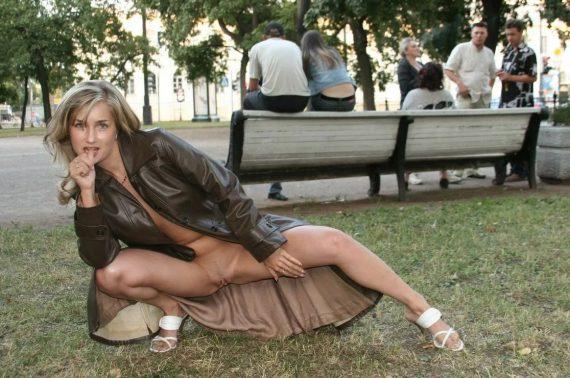 обнаженка в парке