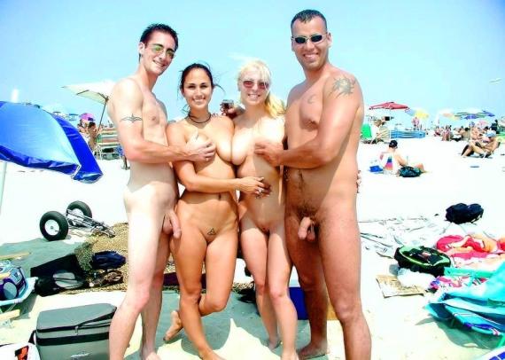 отдых нудистов на пляже