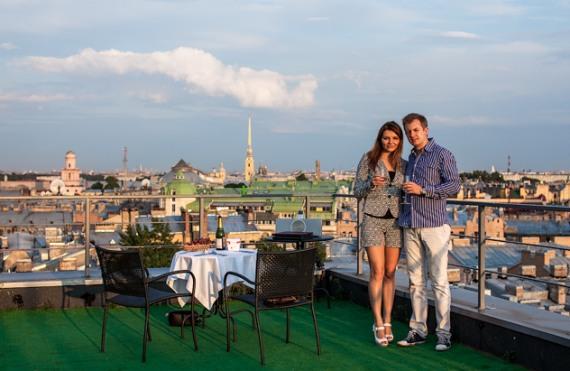 романтическое свидание на крыше дома