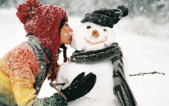 сделать симпатичного снеговика