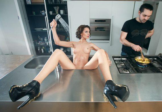 интим на кухне