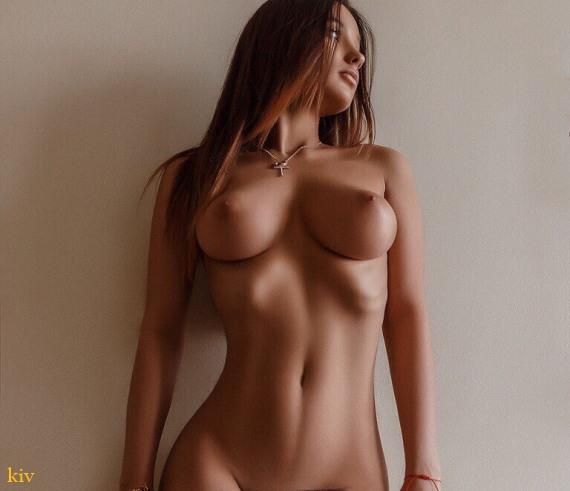 сексуальная грудь красотки