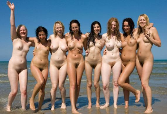 толпа голых баб в России
