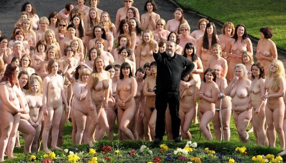 толпа голых баб в швейцарии