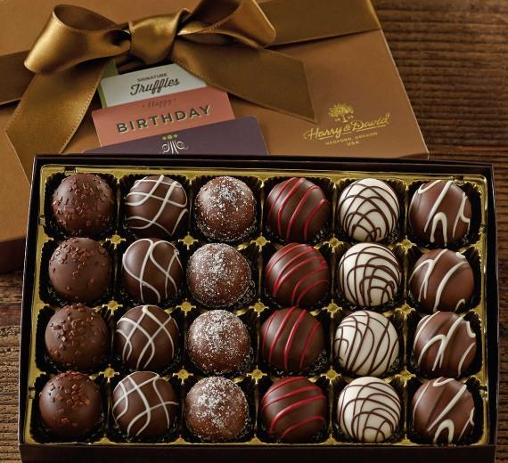 угощайте любимую девушку шоколадными конфетами