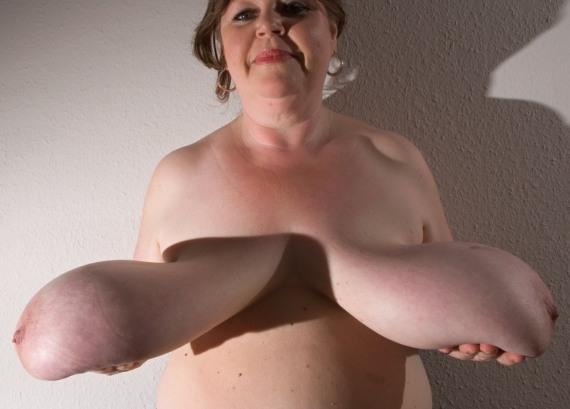 нереально отвисшие груди женщины