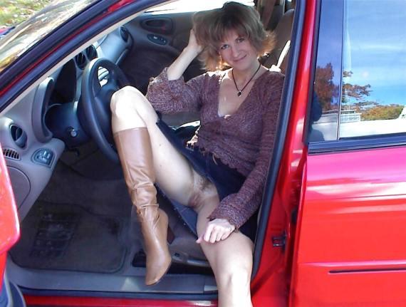 в машине без трусов