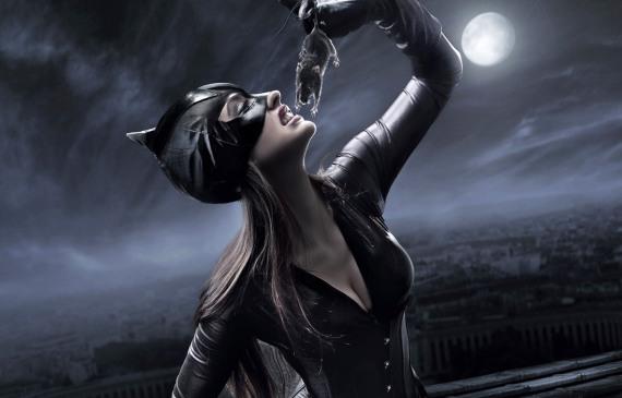 женщина-кошка любит мышей